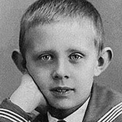 По утверждению его биографа Александра Кобринского